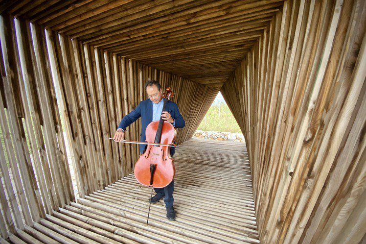 Austin Mann隨著大提琴家馬友友的「巴哈計畫」到西安進行拍攝工作,運用i...