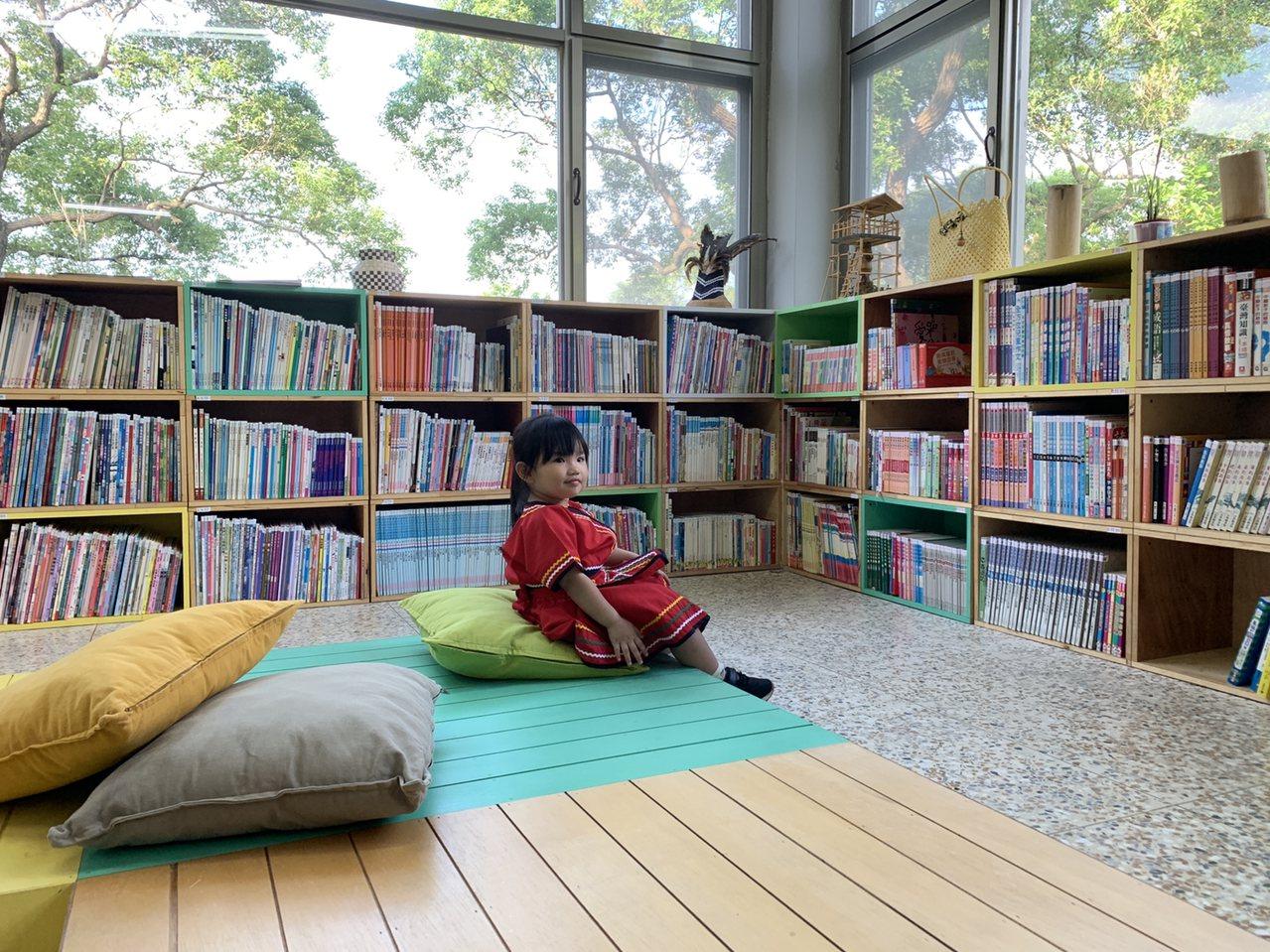 新北市「泰山森林書屋」有著大片玻璃窗,且被山林包圍,因而得名。它現在終於有自己的...