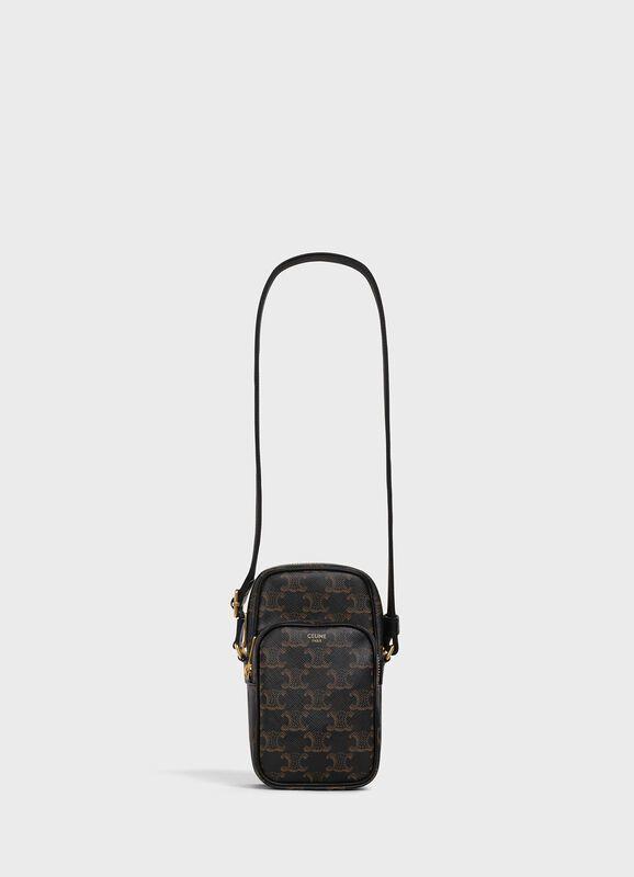 TRIOMPHE CANVAS黝黑色經典花紋帆布迷你郵差包,售價29,500元。...