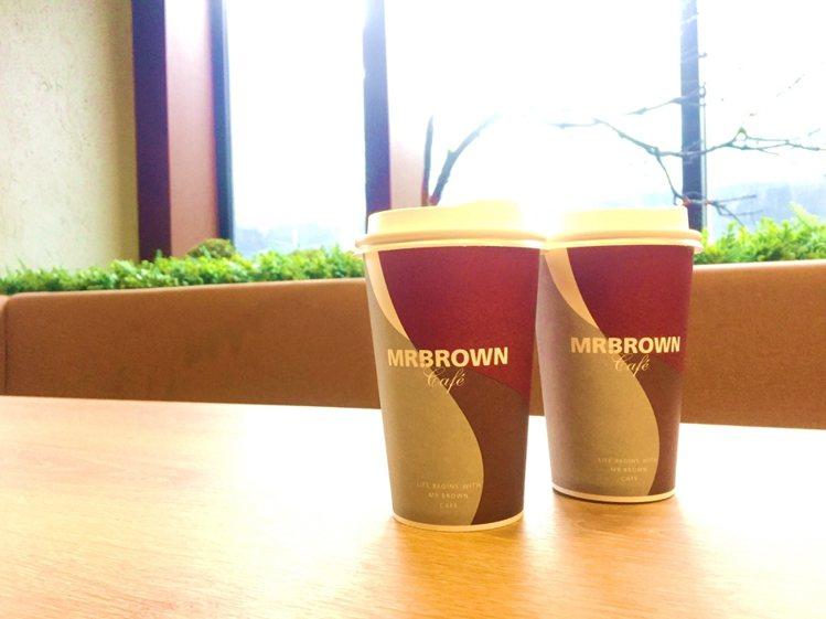 伯朗咖啡館宣布自10月1日起,一連5日推出買1送1優惠活動。圖/伯朗咖啡館提供
