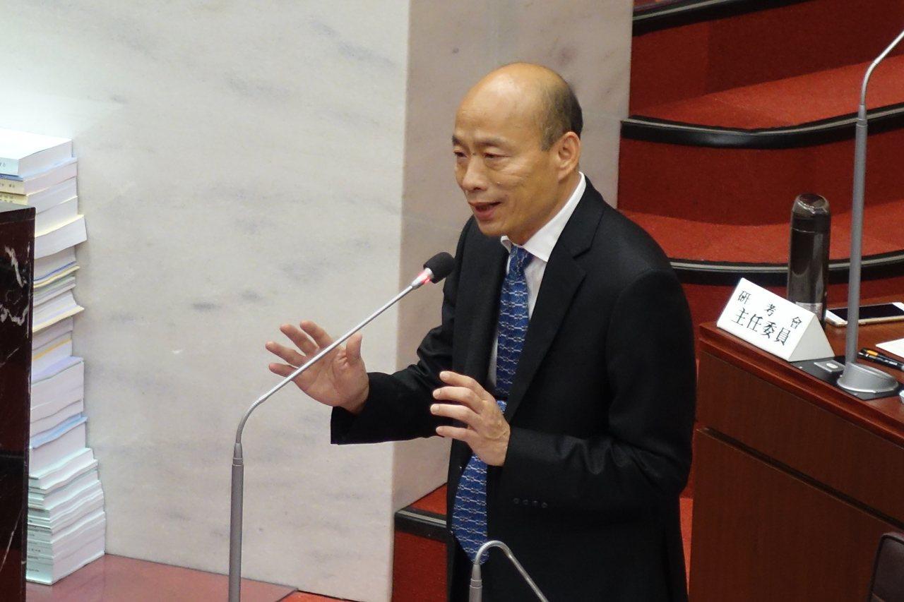 高雄市長韓國瑜今天在高雄市議會強調要重啟核四的前提,是安全無顧慮且廣大民眾支持。...