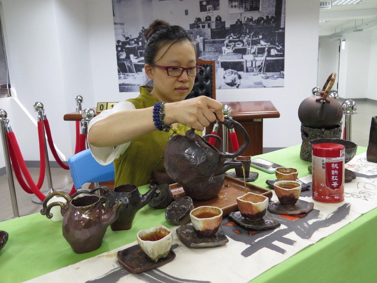 「桃映紅茶」上市了 龍潭茶農奪評鑑特等