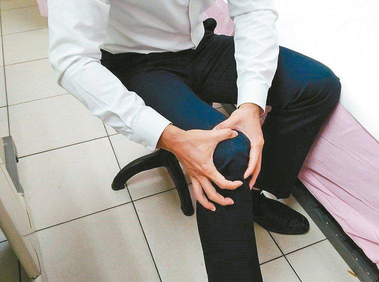 40至50歲膝蓋疼痛,有可能是久坐、缺乏運動造成肌少症。 圖/台大醫院新竹分院提...