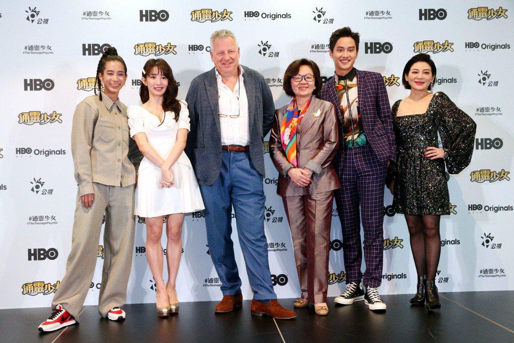 「通靈少女」第二季記者會,溫貞菱(左起)、郭書瑤、HBO Asia執行長Jona