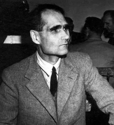 希特勒副手赫斯1987年死於獄中,其遺骸連同棺木被焚,骨灰最後撒入海中。(法新社...