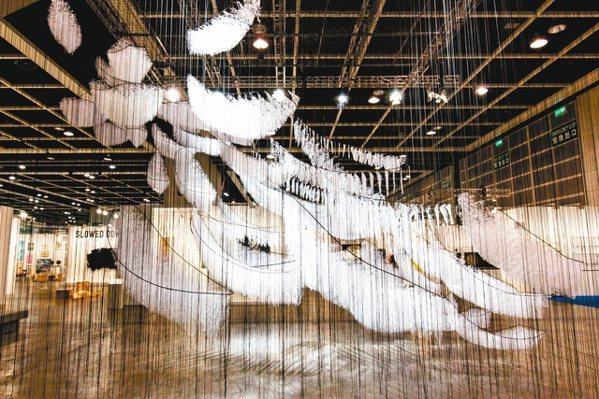 香港巴塞爾藝術展「藝聚空間」鹽田千春作品 © Art Basel 圖/曾文泉