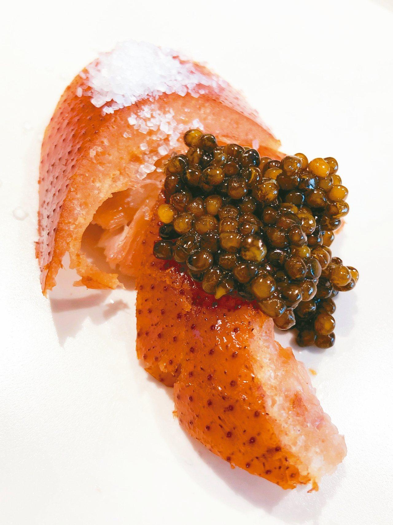 卡魯嘉魚子醬配「酥不膩」小雛鴨。 圖/張聰 Desmond Chang
