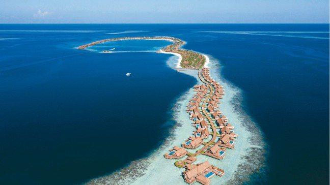 位於馬爾地夫Ithaafushi環礁的華爾道夫,每間客房都配有私人無邊際泳池。 ...