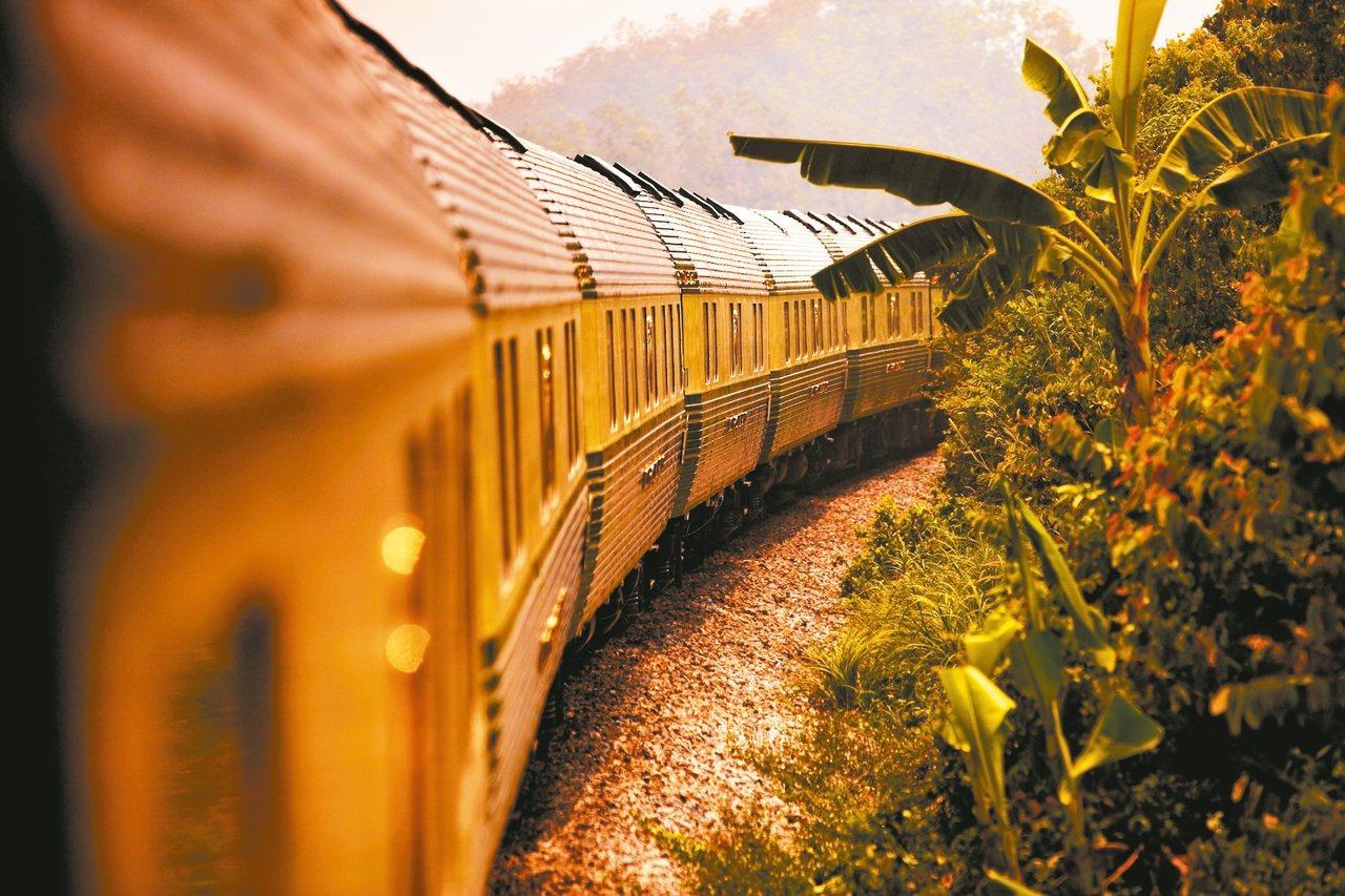 餐車是E&O列車上最璀璨的空間,彷彿置身五星飯店。 圖/E&O提供