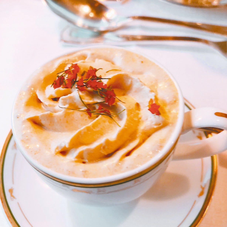 「冬蔭卡布奇諾」,長得像一杯卡布奇諾,喝起來完全是冬蔭功的美味酸辣勁兒。 圖/錢...