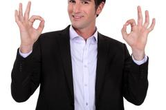 這世界怎麼了…OK手勢、瓜皮帽髮型…列入仇恨象徵