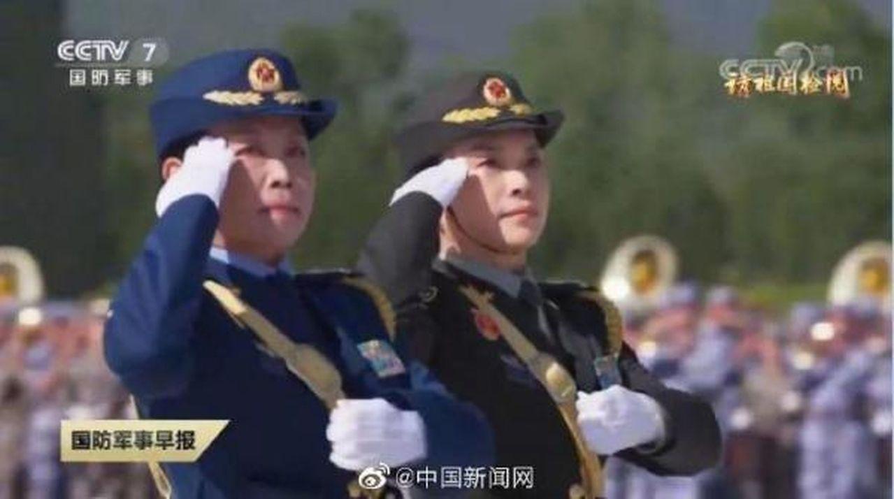 十一國慶閱兵徒步方隊中,女兵方隊首次安排女將軍參加校閱。 圖擷自Youtube「...