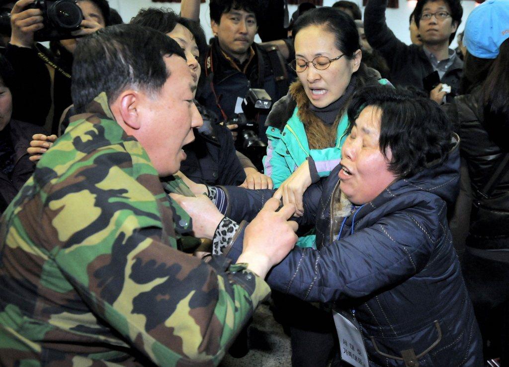 當時「南韓天安艦遭北韓魚雷擊沉事件」後,保守派的李明博總統頒布「5.24」措施,...