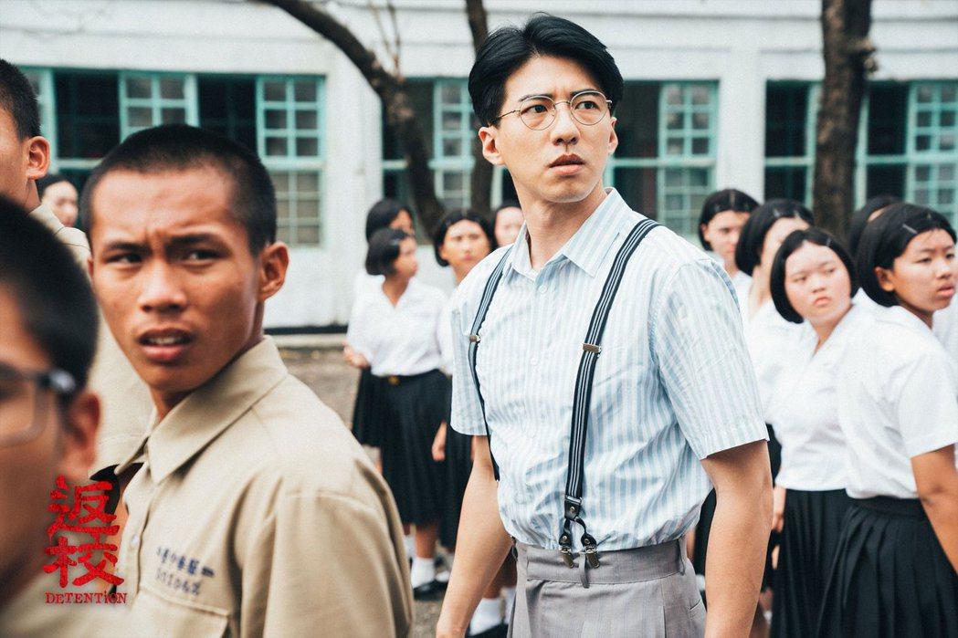 《返校》電影中的張老師在學校創辦讀書會。 圖/取自返校電影版