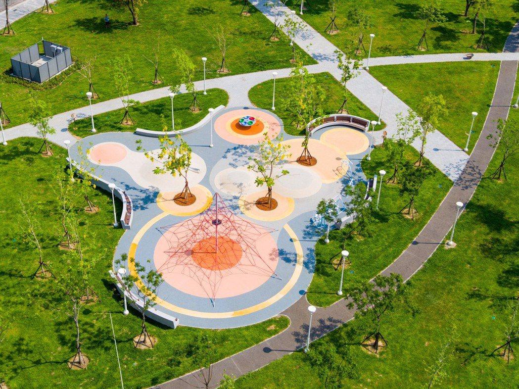 從高處鳥瞰,對公園規劃的細膩與創意看得更清楚。 圖片提供/富邦建設