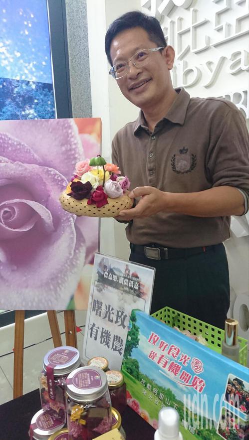 曙光玫瑰有機農場負責人鄭宇超說,農場種植200多種有機玫瑰,是全國唯二的有機玫瑰...