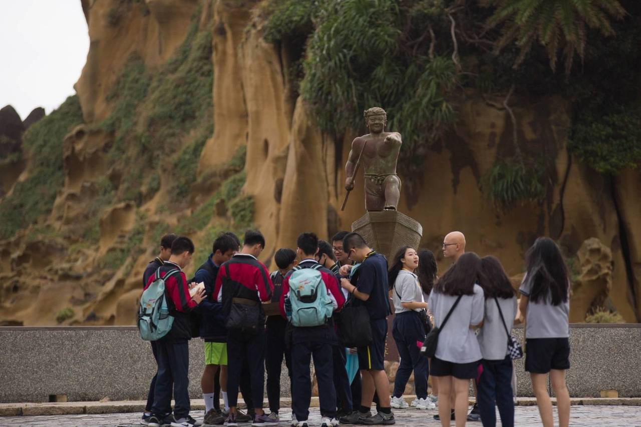 基隆成年禮勇闖和平島 看十大海蝕奇岩體驗潮間帶