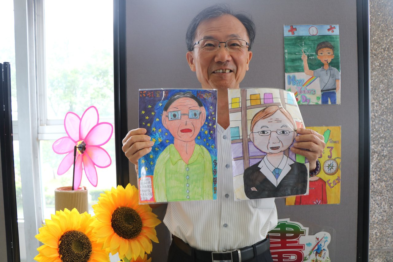 校長林繼生也成了學生繪畫的對象,應英科1年1班的林巧涵,將林繼生的溫文儒雅,長者...