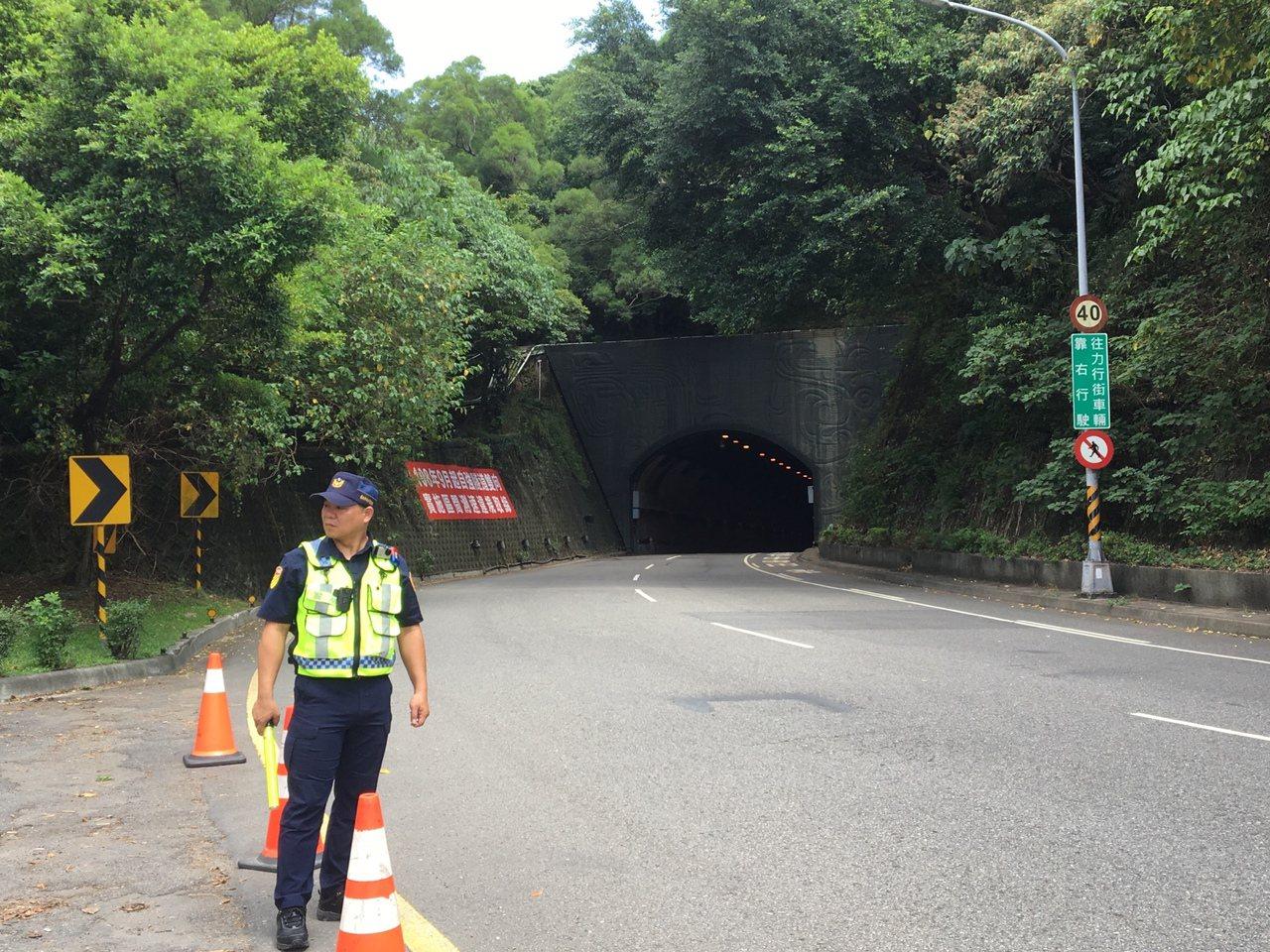 台北自強隧道10月1日起將調整隧道內速限至50公里,但南往北方向出口外彎道處,仍...