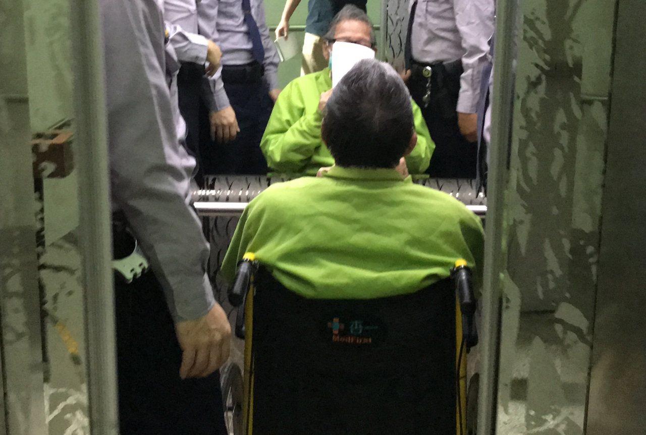陳慶男近來皆坐輪椅出庭。圖/本報資料照