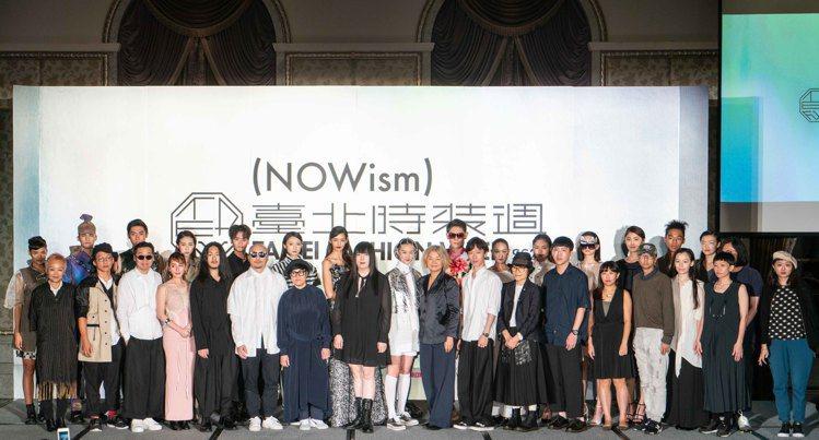 「2019台北時裝周SS20」展前記者會伊林、凱渥名模及服裝設計師合照。圖/主辦...
