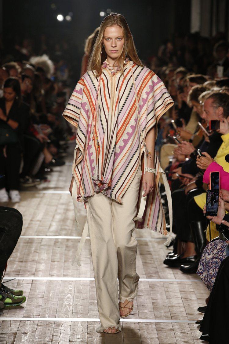 具有南美風土和藝術的罩衫,成為ISABEL MARANT自在悠閒的造型之一。圖/...