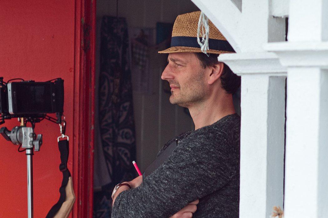 「情陷斯卡布羅」導演巴納比蘇斯康比的母親竟是傳奇影后綠蒂蘭普琳。圖/佳映提供