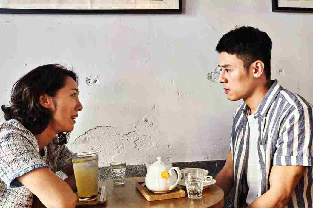 張詩盈在「我的靈魂是愛做的」找丈夫的同性情人邱志宇談判。圖/海鵬提供