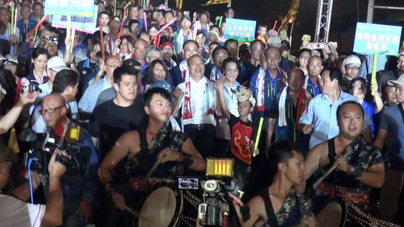 高雄市長韓國瑜與100名孩裡裝扮的三太子大進場,為活動開場。記者王昭月/攝影