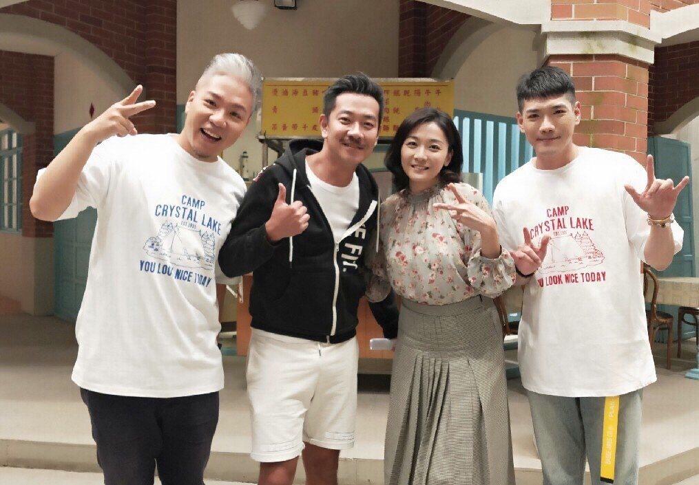 江俊翰(左)、江祖平上「娛樂超skr」曝拍戲內幕,接受主持人阿甘(左)、小路訪問...