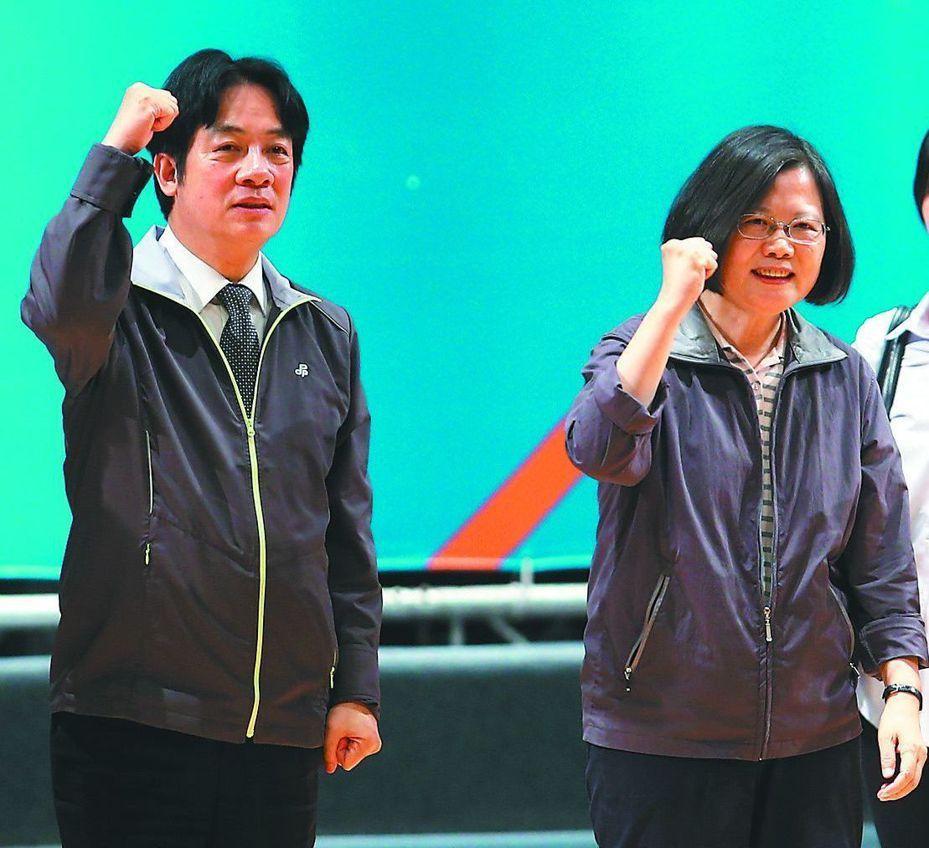 行政院前院長賴清德(左)將赴美國爭取台僑支持蔡英文總統(右)連任。圖/本報資料照片