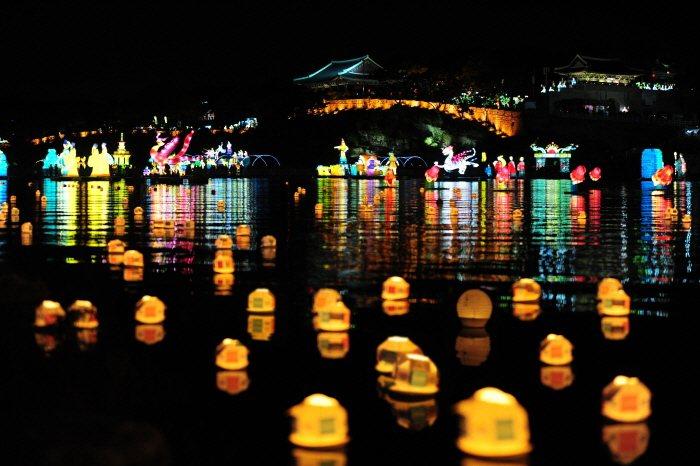 2019晉州南江流燈節將於10月1日起登場。圖/取自韓國觀光公社官網