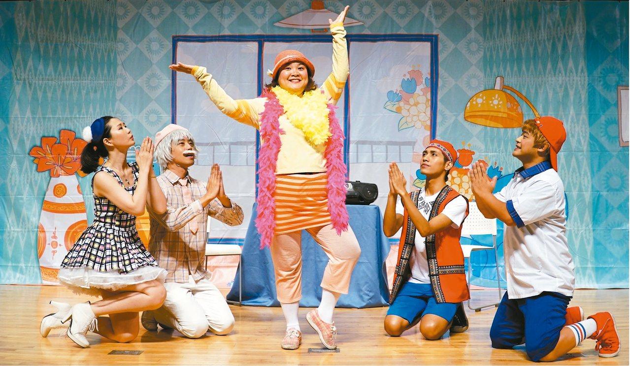 「我愛阿嬤妮」公益舞台劇,即是根據白婉芝的故事改編。圖/天主教失智老人基金會提供