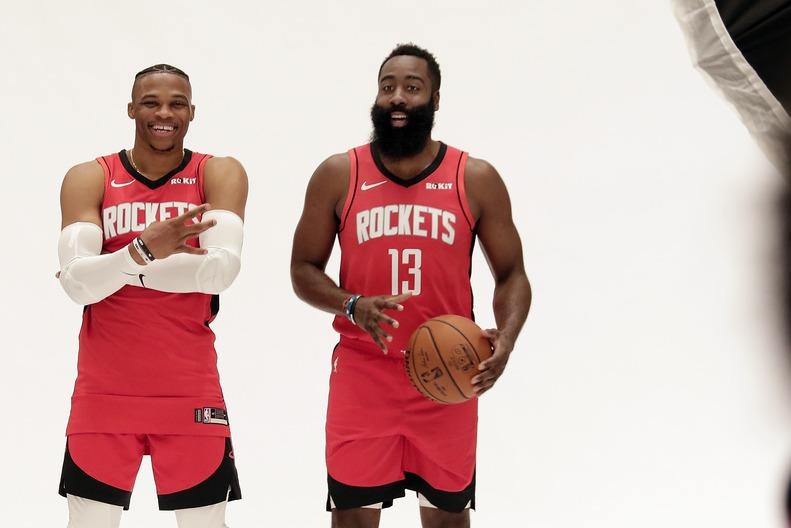 韋斯特布魯克(左)+ 哈登(右)會等於MVP*2嗎?大家都很想知道! 美聯社