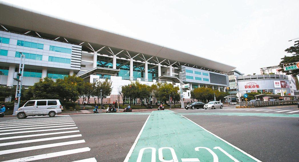 高雄左營高鐵商圈近年房地產蓬勃發展,未來潛力雄厚。 記者劉學聖/攝影