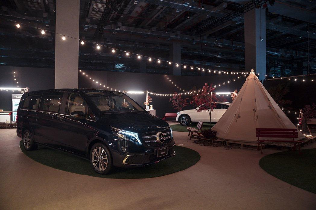 台灣賓士帶領現場與會者穿梭於都市叢林,更於舞台後方整合虛實的Mercedes-B...