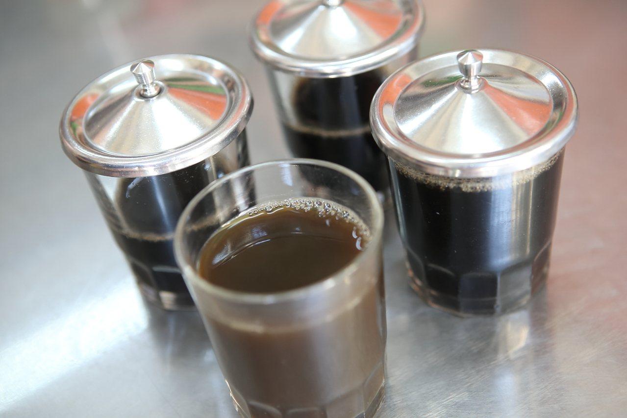 百家昌有多款不同的藥茶,各有不同功效。記者陳睿中/攝影