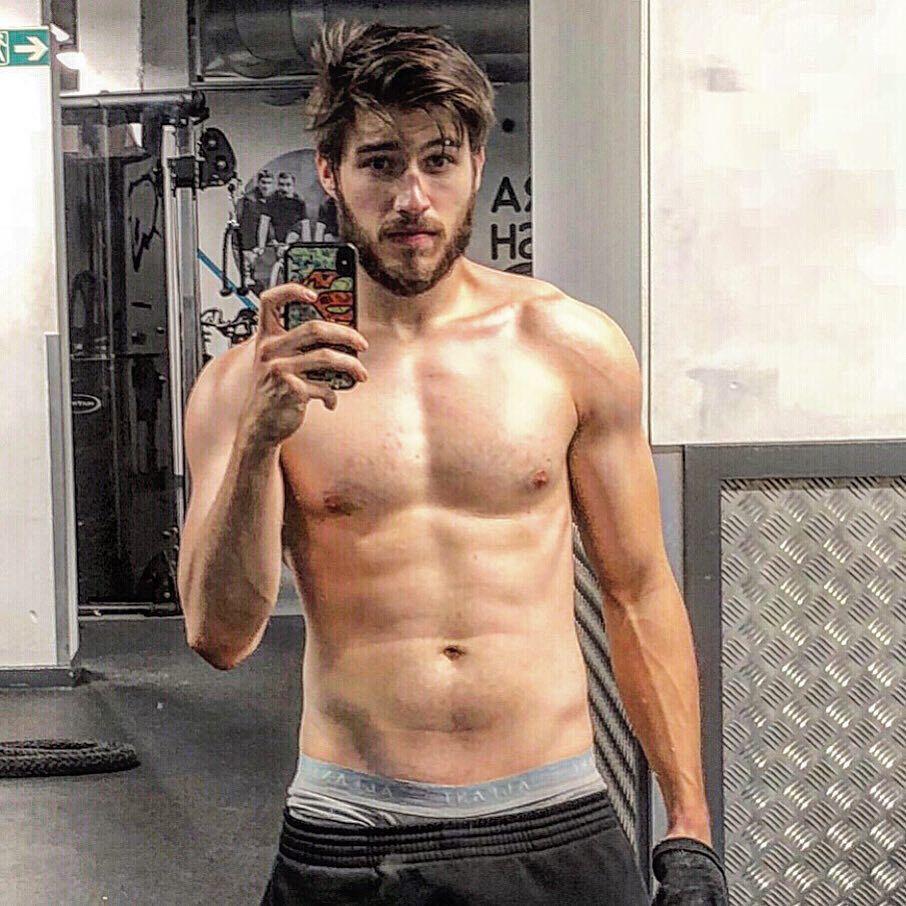 卡麥隆庫菲體格健壯,有秀肌肉的本錢。圖/摘自Instagram