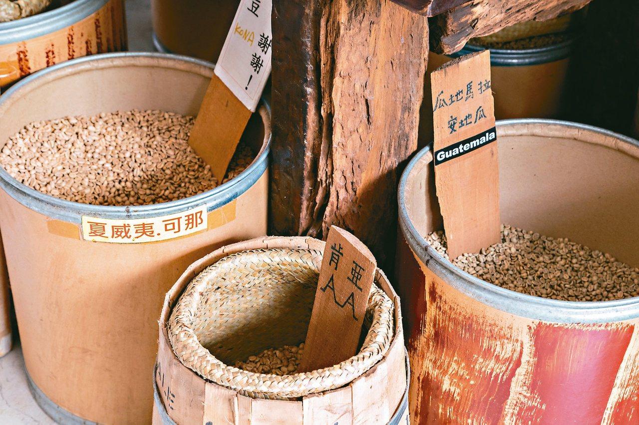 台北市環保局近3年來,每年接獲近百件陳情案,投訴咖啡業者烘焙咖啡豆時產生的異味。...