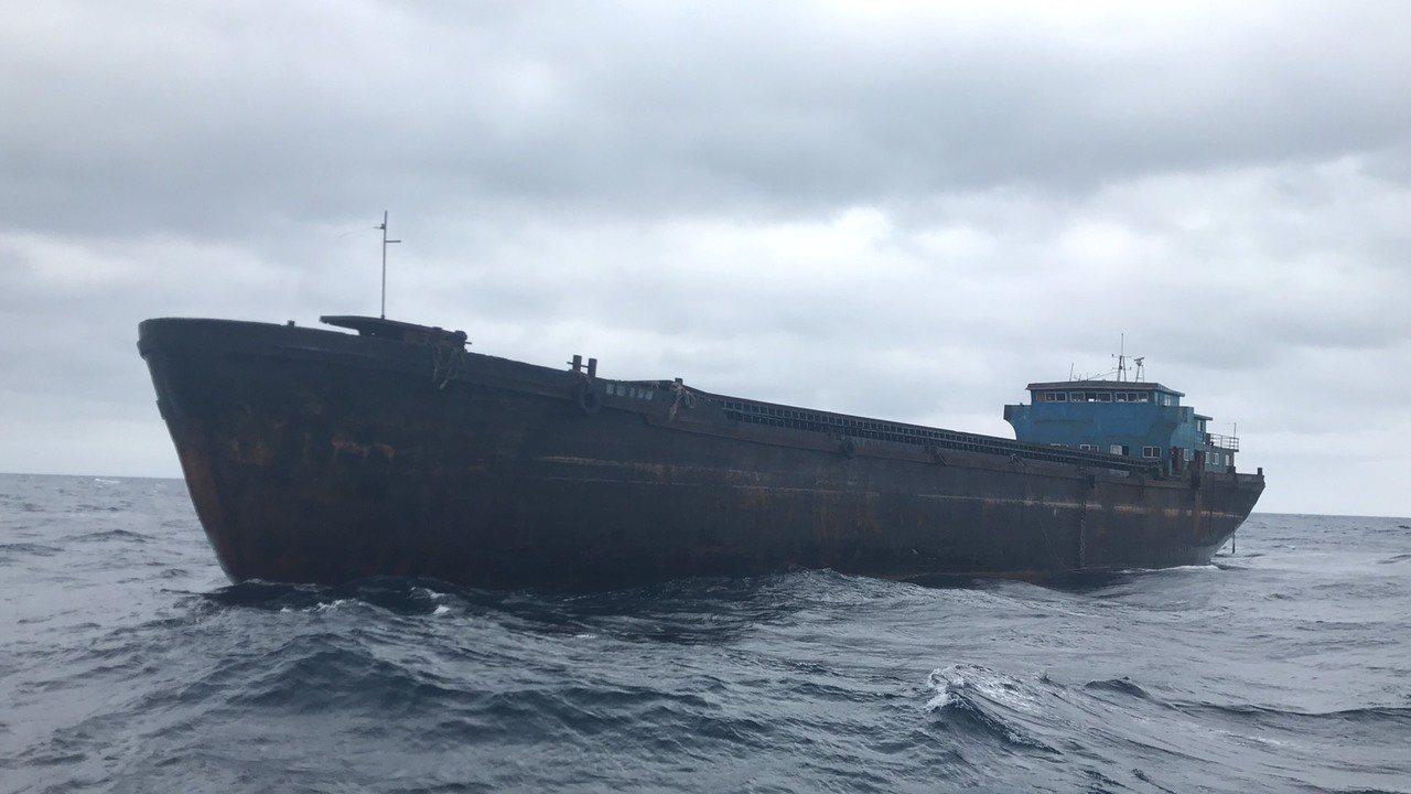 陸無人幽靈船東北角海域大漂流 今龜山島現蹤將拖救