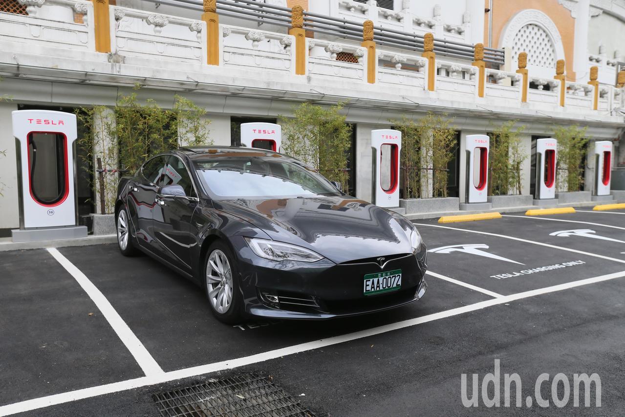 美國純電動車品牌特斯拉,在台北花博園區成立充電站。本報資料照片