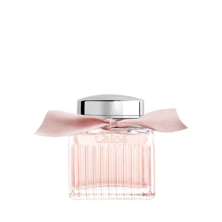 Chloé粉漾玫瑰女性淡香水首度採用星玉蘭與大馬士革玫瑰精萃共譜出唯美花香。圖/...