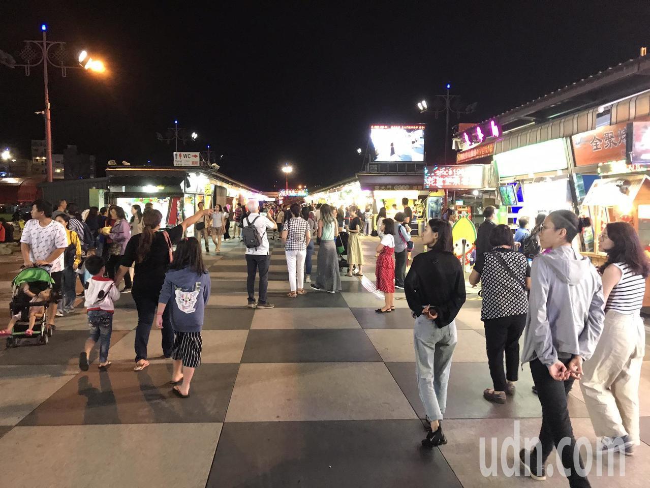 花蓮東大門夜市逛起來很舒服,是到花蓮必訪的景點。記者王燕華/攝影