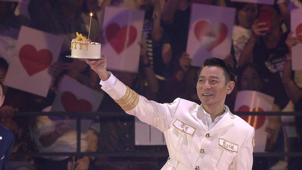 華仔昨晚與新加坡粉絲一同歡慶58歲生日。圖/台灣映藝提供