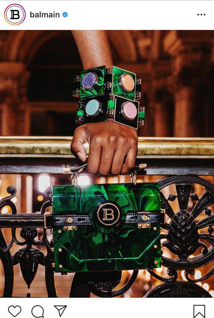 BALMAIN X KYLIE 聯名化妝品眼影盤化做可穿帶的手環。圖/取自IG ...