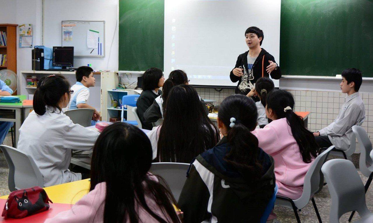 新北市文山國中資優班教師蕭偉智。圖/新北市教育局提供