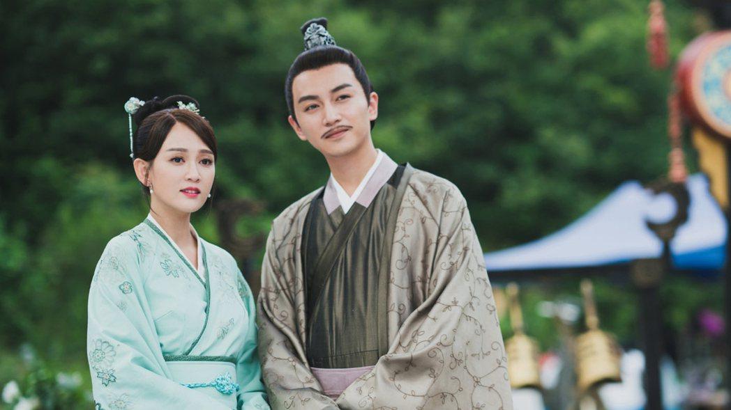 陳喬恩(左)、陳曉合作演出「獨孤皇后」。圖/中天提供