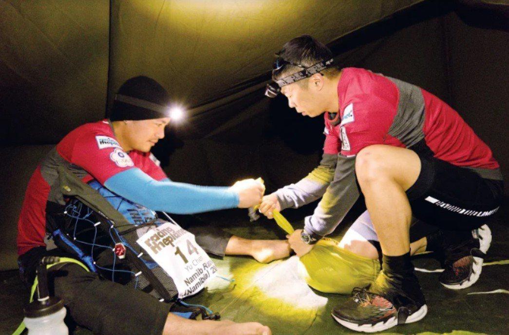 林義傑與范逸臣一起搭營。圖/艾迪昇傳播提供
