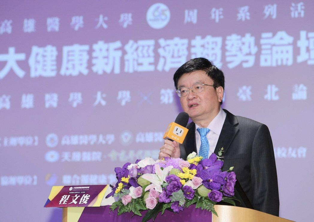 林口長庚醫院院長程文俊表示,人工智能無法取代醫病之間人與人的溫暖,但有助於醫病共...