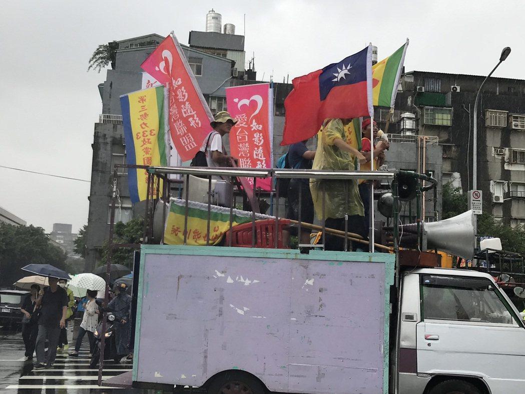 民進黨今舉辦33周年黨慶活動,下午在民進黨中央黨部前封街舉辦「台灣派對」,自主工...